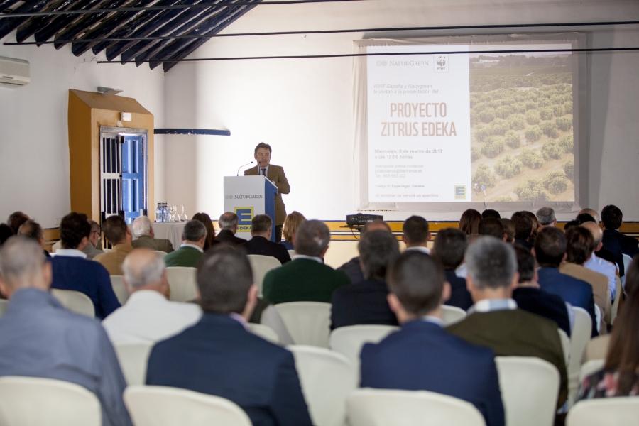 D. Luis Bolaños en la presentacíon.